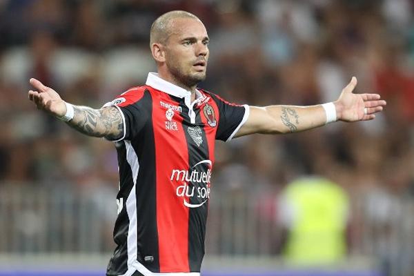 Galatasaray'dan ayrılarak Nice kadrosuna katılan Wesley Sneijder, uzun süre ayrı kaldığı yeşil sahalara dönüş hazırlığında.