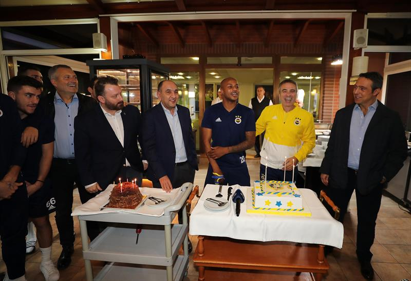 Fenerbahçe'den Ersun Yanal ve Ayew'e doğum günü kutlaması